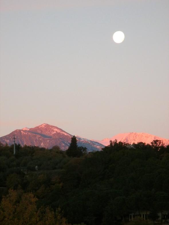 Full moon, waning